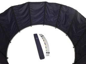 sestava spodní obruče podstavy s instalací pláště pomocí svislých tyčí, připravené díly střední obruče